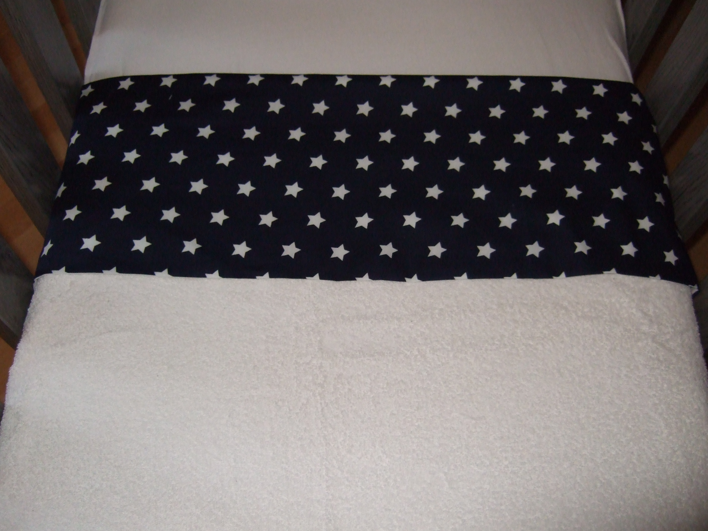 Lakentje wieg met blauw met witte sterren omslagrand