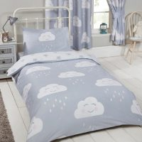 44405d6bc16193 Peuter   junior kinderdekbedovertrek grijs wit met schattige wolkjes en  sterren ...